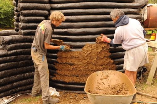 Construire une maison en super adobe un co t d risoire for Cout construire une maison