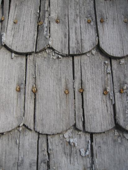 mur écailles de bois