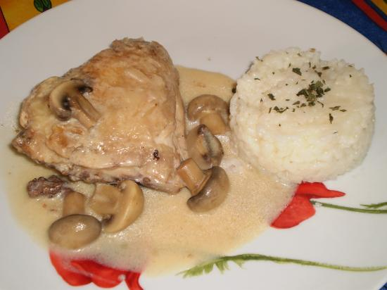 Poulet sauce blanche et champignons - Cuisse de poulet en sauce ...