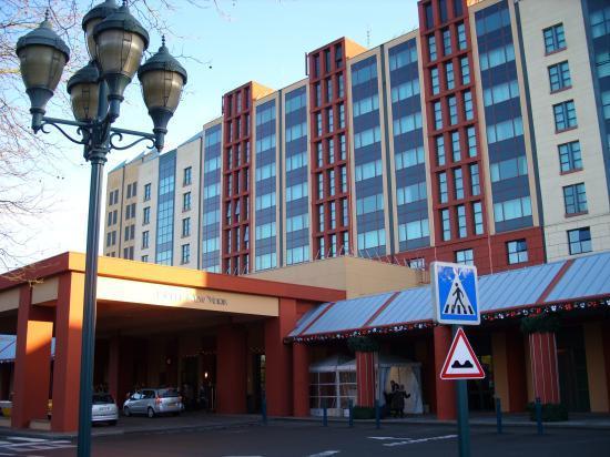 L 'hotel vu du parking