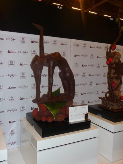 Sculture femme en chocolat