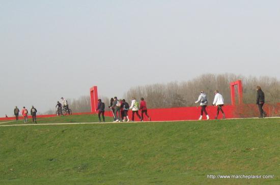 Marcheuses près de la Passerelle à Cergy