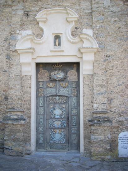 Portail de l'église de Zuani
