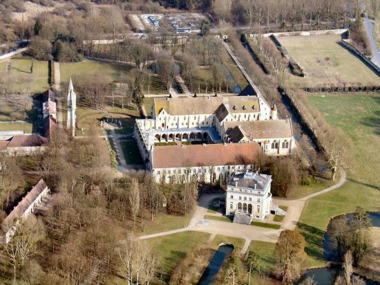 Vue aérienne du site dans son état actuel.L'absence de l'église est tres voyante.