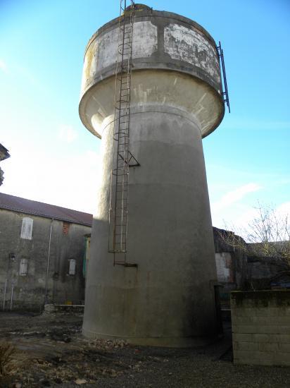 le château d'eau de Castelnau, intra muros