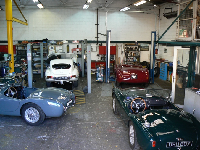 Restauration auto de collection sp cialiste aston martin - Garage de voiture ancienne ...