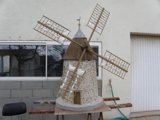 D tail de la construction du moulin au 1 10 me - Moulin a vent en bois a fabriquer ...