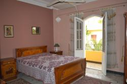 Chambre avec 1 grand lit