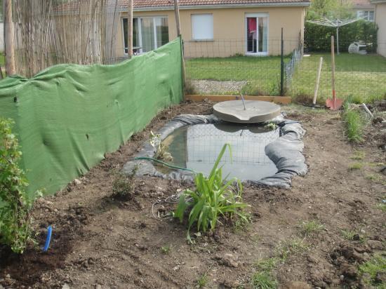 Finition du bassin b che for Bache pour bassin exterieur