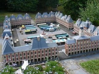 La place ducale du Parc France miniature