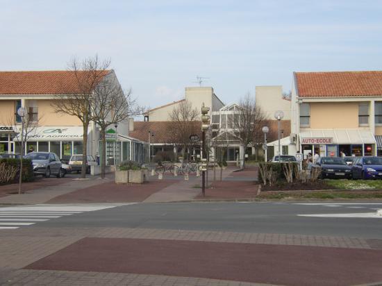 Place de  la Pommeraie et EHPAD