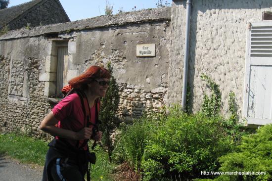Valérie dans la rue Mynville à Delincourt