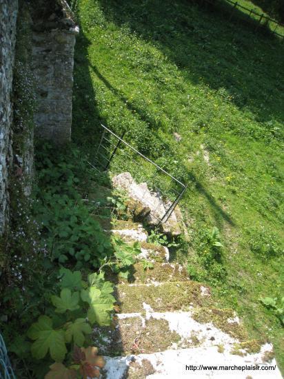 Viel escalier de pierres
