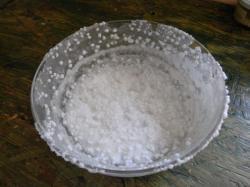 Le sel lavé et séché au soleil est prêt pour la cuisson