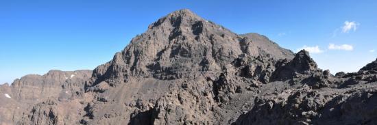 Le sentier du tizi Amrharas n'Igliou au pied de l'Afella (vu depuis la descente de l'Akioud)