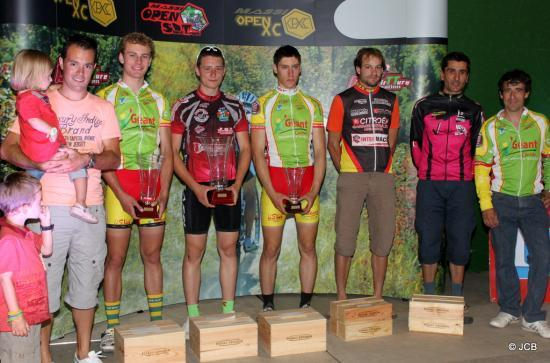 Les 5 premiers du scratch : Romain BIHEL, Quentin LAFON, CHarles CLUZEAU, Eric CONFOLENS, FAbien DARAILLANS