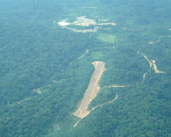 Gongue, looking at rwy 36 facing north (2005)
