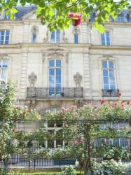 Private mansion in a rose garden, Marais, Paris