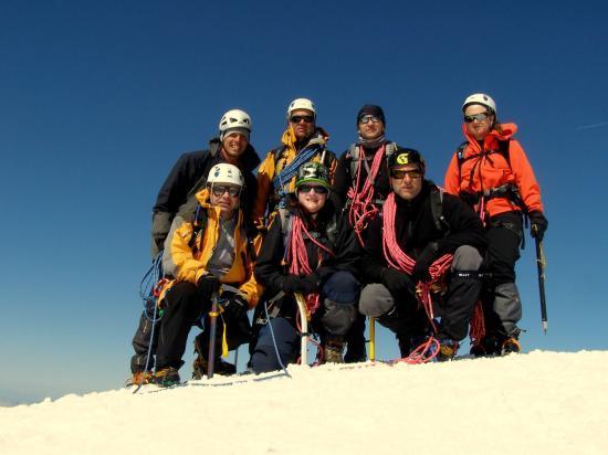 L'équipe au complet au sommet du Taillon
