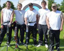 l'Equipe arc à poulies : Wilfrid, Floriane, Patrice, Maxime, Julien