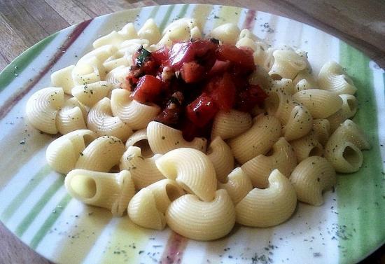 Pipe rigate aux tomates, ail et basilic
