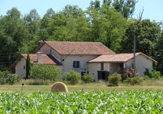la maison au bord de la rivière à Aubeterre-sur-Dronne
