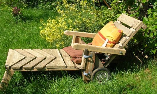 chaise longue de jardin en palette. Black Bedroom Furniture Sets. Home Design Ideas