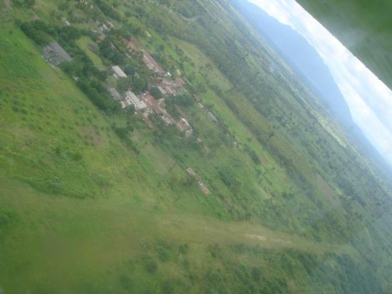 Looking at Mt Agou & rwy 03, Bethania (2007)
