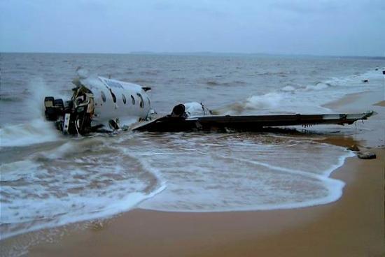 Le reste de l'aéronef, qui s'était brisé en plusieurs morceaux quelques jours après la tragédie ayant fait 19 morts sur les 30 passagers.