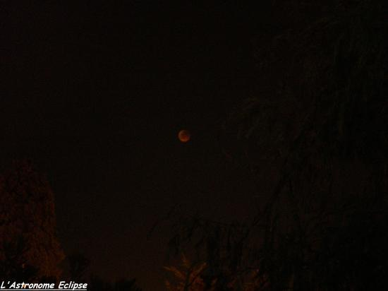 Eclipse totale de Lune (photo prise par l'astronome Eclipse)