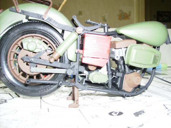 maquette en constrution harleyd style militaire PICT1607