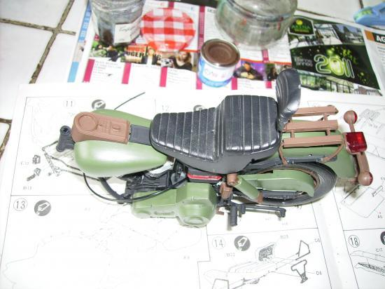 maquette en constrution harleyd style militaire PICT1611