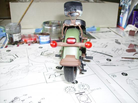 maquette en constrution harleyd style militaire PICT1613