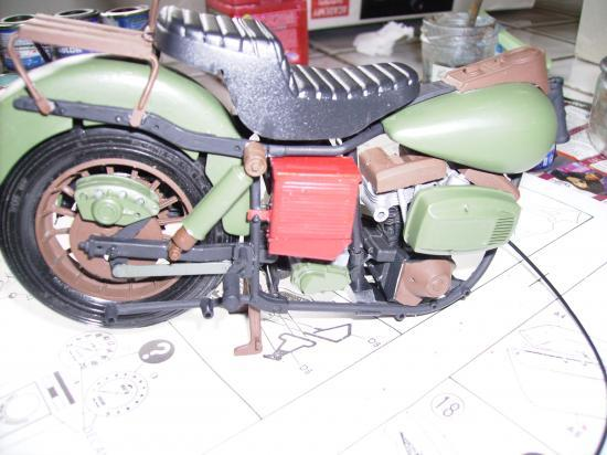 maquette en constrution harleyd style militaire PICT1614