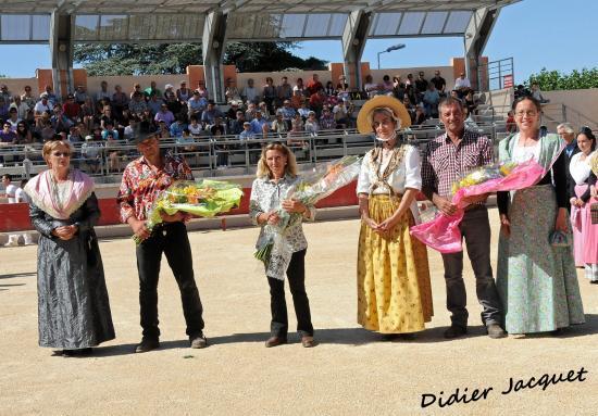Remise des bouquets aux manadiers et leurs représentants