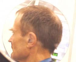 profil d'une personne que vous avez déjà vue sur ce site (vue de l'intérieur de Miroir 360, et en regardant devant lui)
