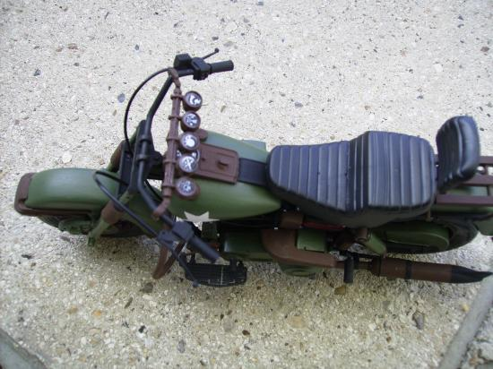 maquette en constrution harleyd style militaire PICT1636