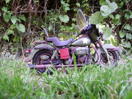 maquette en constrution harleyd style militaire PICT1641