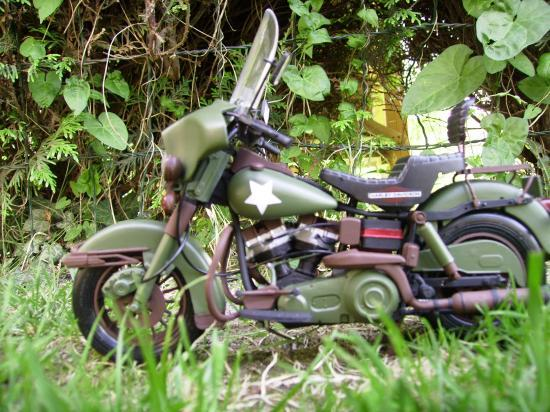maquette en constrution harleyd style militaire PICT1644