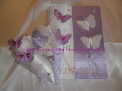 ensemble livre d'or et coussin séparé en 2 blanc parme papillons