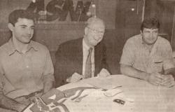 Gaston et Carlos Curbelo entoure Jacques Rousselot