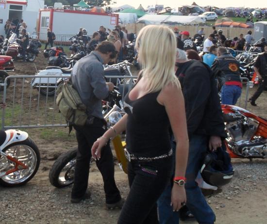""""""" au Free Wheels 2011 à Courpière entre Outlaws et Hells Angels"""