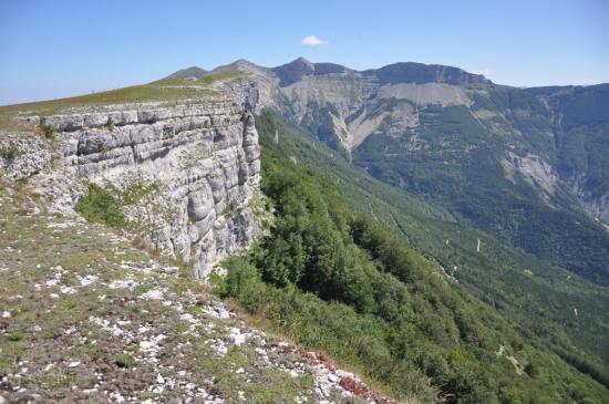 Sur la bordure E du plateau d'Ambel