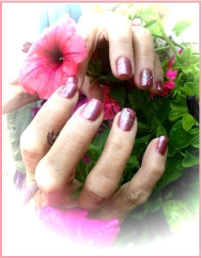 Pose de faux ongle gel uv et pose de vernis grenat plus paillette et strass
