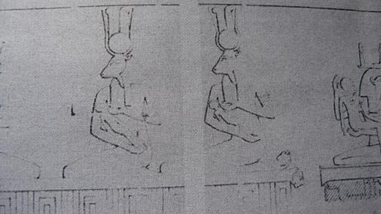 Tout naturellement, les nourrices de la nouvelle née et de son Ka sont représentées avec la tête de la vache divine