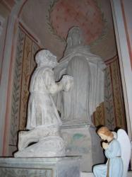 Un orant au pied de la Vierge (église paroissiale de Zuani)