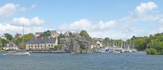 Niché entre les Rochers granitiques, le port de la Roche Bernard.