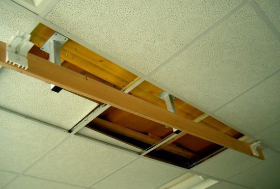 montage d 39 un cran de projection dans un faux plafond. Black Bedroom Furniture Sets. Home Design Ideas