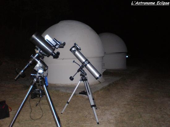 A gauche: télescope Orion 127/1500 sur monture Sky-view Pro; à droite: télescope Mizar 114/900 sur monture équatoriale 2 motorisée en ascension droite (photo prise par l'astronome Eclipse)