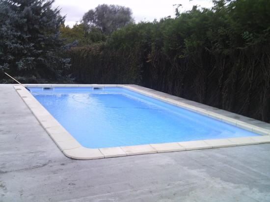 Cr cy sur serre for Accessoire piscine sollies pont